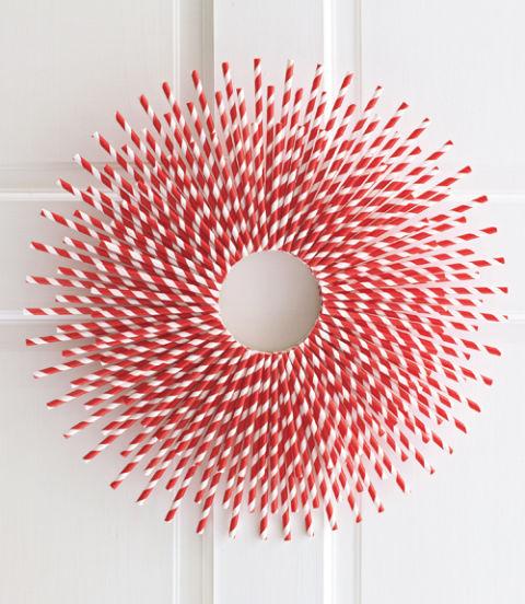 54eb99afcf3a5_-_paper-straw-wreath-xl