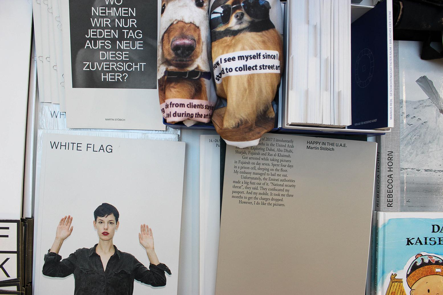 Verlag für moderne Kunst's table