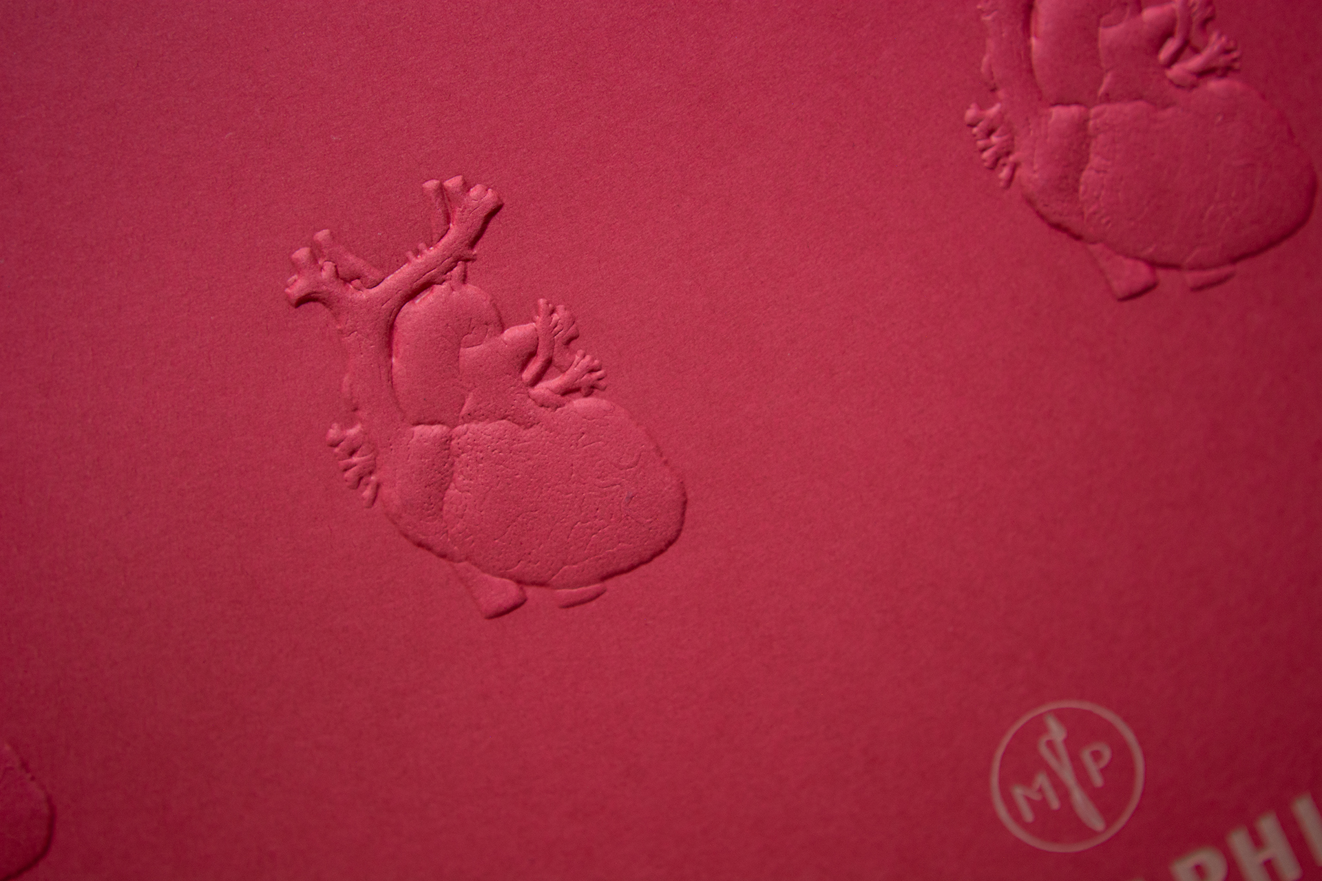 Fine worked out relief embossing on PERGRAPHICA® Colours Imperial Red